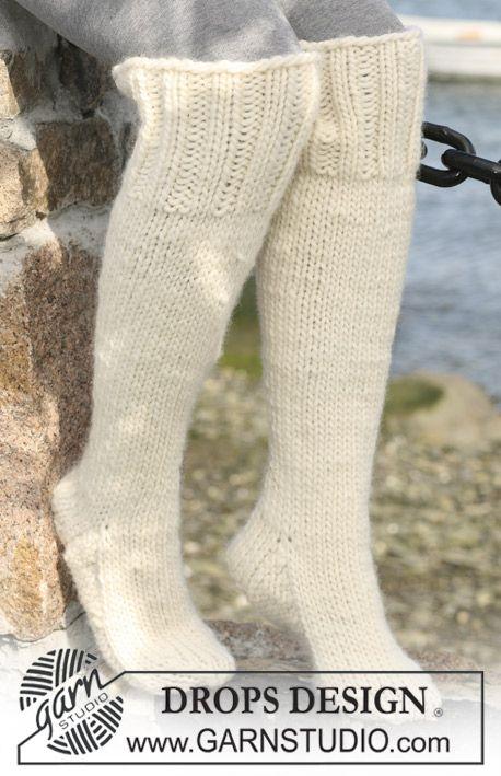 "DROPS 103-11 - Long DROPS socks i ""Eskimo"". - Free pattern by DROPS Design"