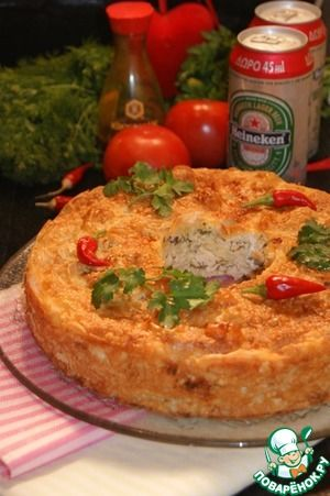 """Пирог с курицей, грибами и фетой"""": Начинка:      Филе куриное — 600 г     Вешенки — 500 г     Лук репчатый — 150 г     Масло оливковое — 4 ст. л.     Белок яичный — 1 шт     Укроп — 1 пуч.     Фета — 150 г     Перец черный — по вкусу     Соевый соус (Киккоман) — 2 ст. л.  Заливка:      Сливки (15%) — 150 мл     Яйцо куриное — 1 шт     Желток яичный — 1 шт     Вода газированная (сильно газированная, лучше содовая) — 240 мл  Пирог:      Тесто фило (листов размером 30х40 см) — 8 ш   Источник…"""