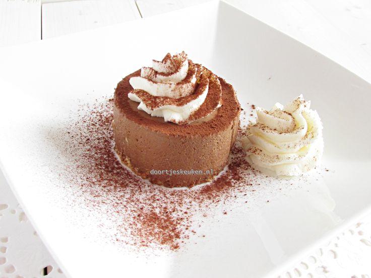 We gaan langzamerhand weer richting Pasen, dus tijd voor een overheerlijk dessert voor na de geweldige maaltijd: chocoladebavarois!