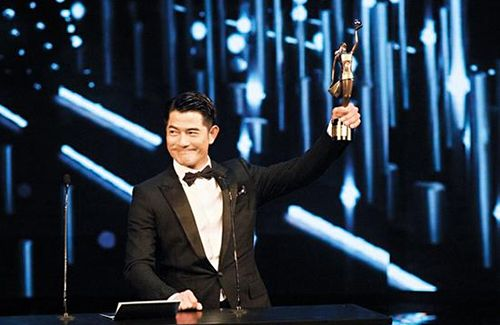 Aaron Kwok's manager, Siu Mei, responds to the gossip behind Aaron Kwok's HKFA acceptance speech.
