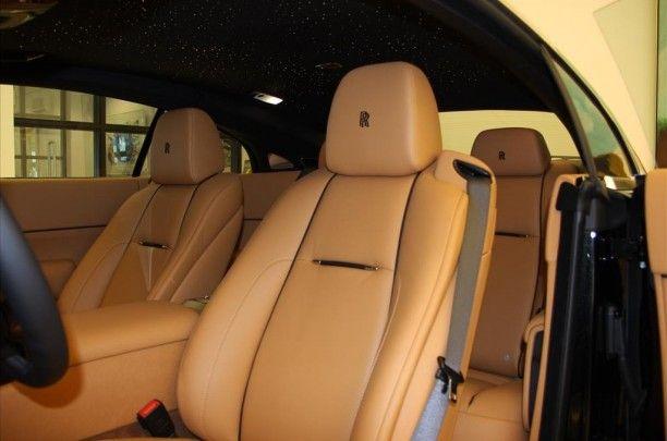 Ontworpen om te worden Wraith heeft alle luxe verfijningen men zou verwachten van Rolls - Royce , maar het is onbeschaamd ontworpen en gebouwd om te presteren .