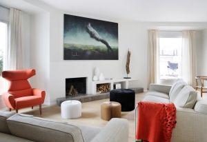 L'attico nel cuore di Madri progettato dallo studio spagnolo Abaton. La zona giorno, direttamente affacciata sul terrazzo è organizzata per parti: pranzo, area relax con divani, zona conversazione e angolo lettura