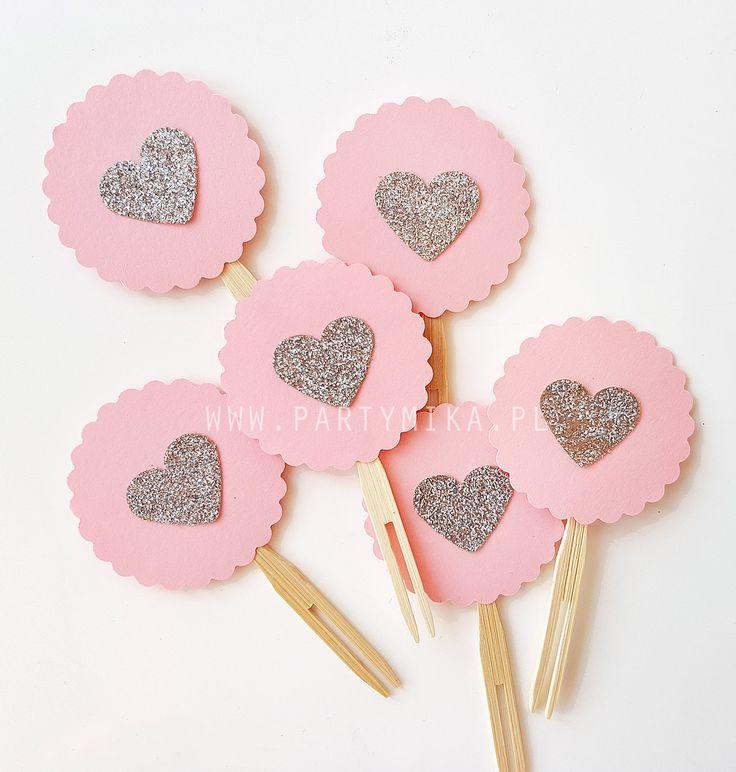 Piki do babeczek różowe ze srebrnymi serduszkami - 6 szt - partymika