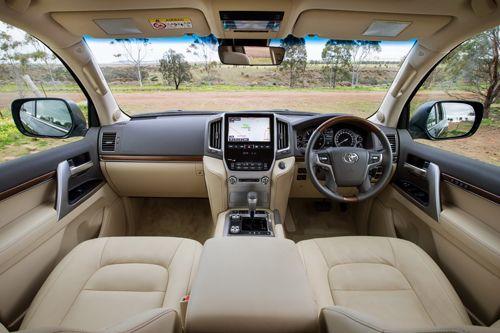 Toyota Land Cruiser V8  nội thất đồ sộ nhất tại Toyota Hà Đông, đặt xe ngay phiên bản 2016 : Toyota Giải Phónghttp://salestoyota.net/toyota-giai-phong/ Toyota Hà Đônghttp://salestoyota.net/toyota-ha-dong/ Toyota Thăng Longhttp://salestoyota.net/toyota-thang-long/