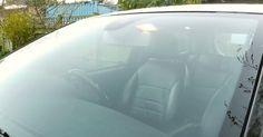 Op het dashboard van zijn auto legt hij een sok! De reden waarom hij dit doet is werkelijk BRILJANT!