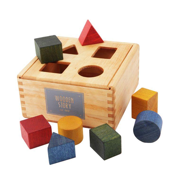 Wooden Story puttekasse i træ (249kr) eller noget a la (vi kan godt lide genbrug..)