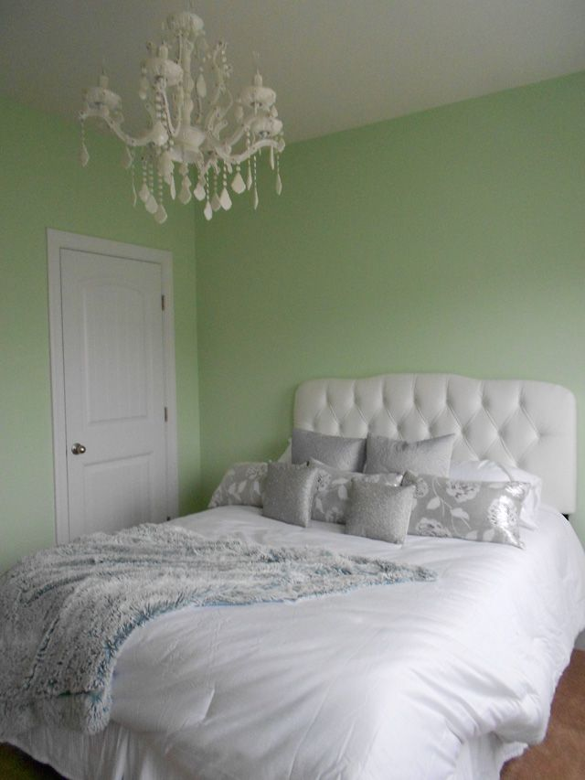 17 best ideas about mint bedroom walls on pinterest mint green rooms mint walls and mint green - Small guest bedroom decorating ideas ...