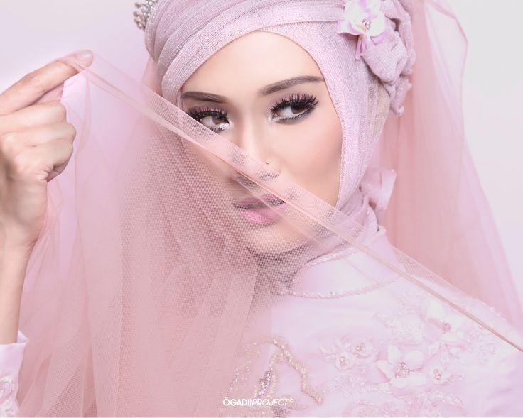 Stuning Tari Make up by ucie mahardian Gown by rajab nurhadi #model  #femalemodel  #malemodel #fashion  #malemodel #fashionphotography  #editorial  #mood  #classy  #portrait Copyright ÖGADII PROJECT