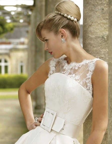 Such a lovely look. By Stephanie Allin Couture. http://www.stephanieallin.net/collections/la-dolce-vita/kelly/#