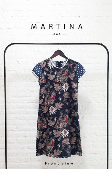 Comfy Cut Full Front View Classic Batik Design Sack Dress.  Length of Dress : 90 cm  Material used : (Front) Batik Design, Cotton. (Back) Polkadot, Cotton.  Standard zipper length (50-55cm) at the back.