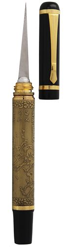 Our elegant Black & Gold Pen-Style Thai Fruit and Vegetable Carving Knife is our luxury knife. The base is covered in a Chinese pattern and capped with black and gold cover. Keep it clipped in the pocket so you are ready to carve anytime. TempleofThai.com