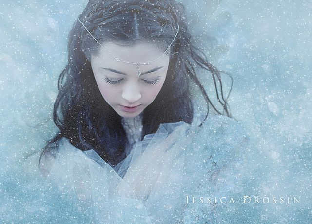 So lovely.....Snow....   Flickr - Photo Sharing! by Jessica Drossin