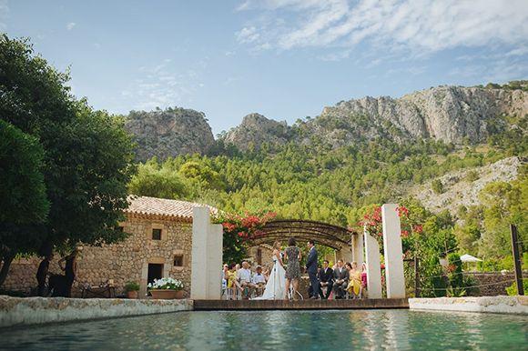 Hoy os mostramos la preciosa boda rústica en Mallorca de Lina y Cohen con la increible decoración de Marian de Pasion Eventos.