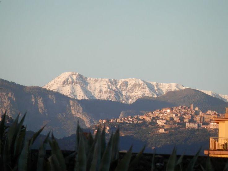 Perinaldo e il Monte Saccarello visti da Vallecrosia