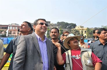 Tata Steel MD. T. V. Narendran Enjoy Kite Flying with Mehul Pathak — with T. V. Narendran at Gopal Maidan.. www.kiteclubindia.in vibrantkiteclub@gail.com 9898194208