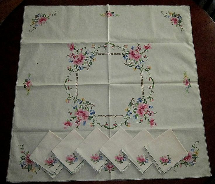 VINTAGE UNUSED EMBROIDERED CROSS STITCHED ROSES TABLECLOTH & 6 NAPKINS