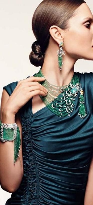 #Cartier ♥✤ stunning earrings, necklace and bracelet. Diamonds and emeralds