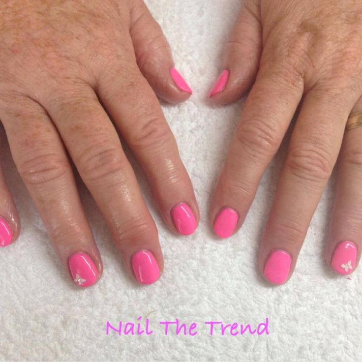 Bio Sculpture Gel Jinkie Pink with nail art on ring fingers