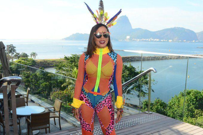 Os looks de Anitta e mais famosas no Bloco das Poderosas no Rio