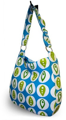 Free downloadable hobo bag pattern and detailed steps with photos
