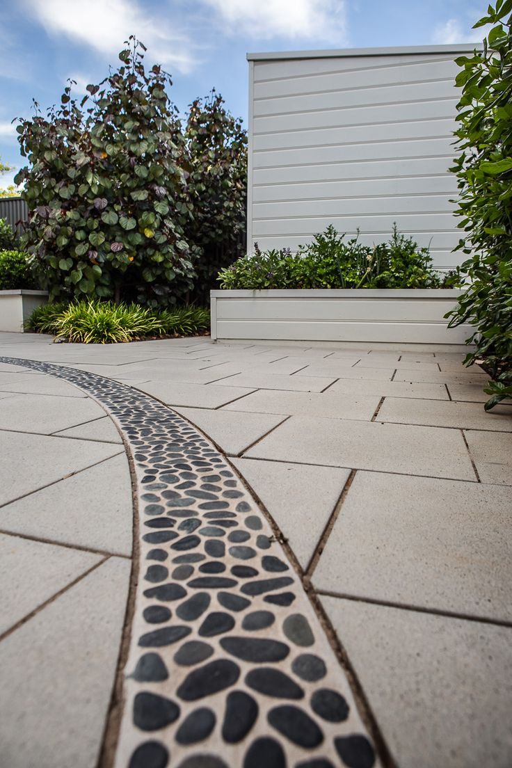 Dulwich residence - Feature sweep of inlaid pebbles