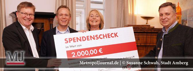 (AM) Schilderfabrikation Moedel spendet für das Mehrgenerationenhaus am Amselweg - http://metropoljournal.de/metropol_nachrichten/landkreis-amberg-sulzbach/am-schilderfabrikation-moedel-spendet-fuer-das-mehrgenerationenhaus-am-amselweg/