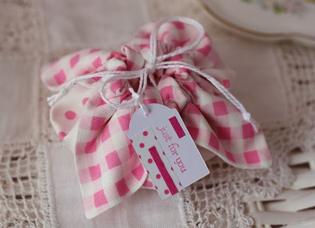 how to make cute little fabric gift bag....perfect for fabric scraps and little girly gifts