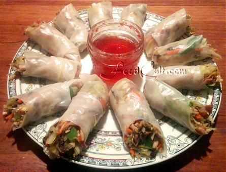 Made with #Vietnamese #RicePaper #wraps, these rolls are filled with julienned #rotisserie #chicken and a mixed #StirFry #slaw of #cabbage, #mushrooms, and #julienned #carrot, #broccoli stalk , and #sweet #BellPepper. It was served with a #RedPepper #jelly. #Food Matters!