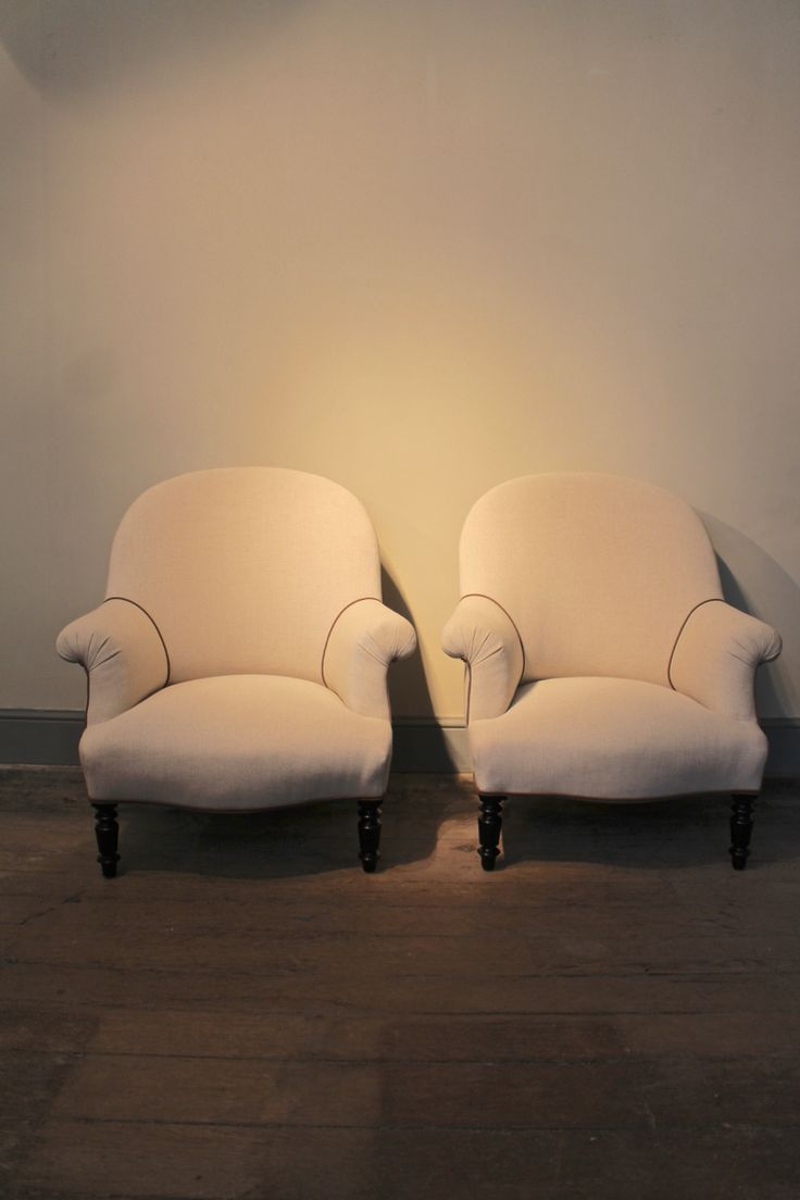 Very comfortable pair of 1950s french reclining leather armchairs - Furniture A Good Quality Pair Of Century French Armchairs Recently Upholstered In A Neutral Coloured Linen With Contrast Piping