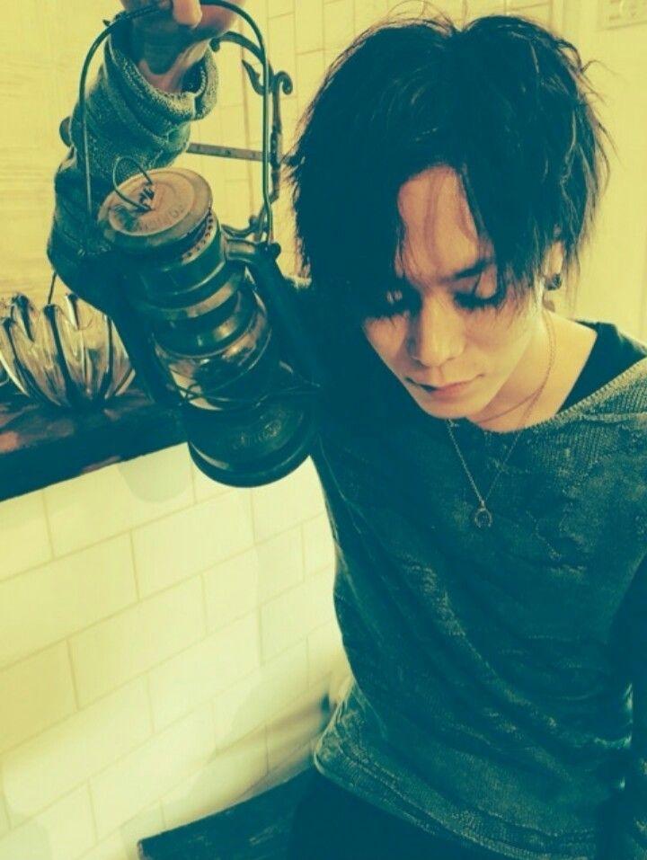 He's so beautiful ಥ_ಥ