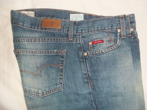 Je viens de mettre en vente cet article  : Jeans très evasé, patte d'éléphant Lee Cooper 15,00 € http://www.videdressing.com/jeans-tres-evases-pattes-d-elephant/lee-cooper/p-5884623.html?utm_source=pinterest&utm_medium=pinterest_share&utm_campaign=FR_Femme_V%C3%AAtements_Jeans_5884623_pinterest_share