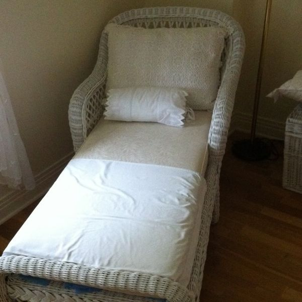 17 best images about wicker on pinterest antiques white for Antique wicker chaise lounge