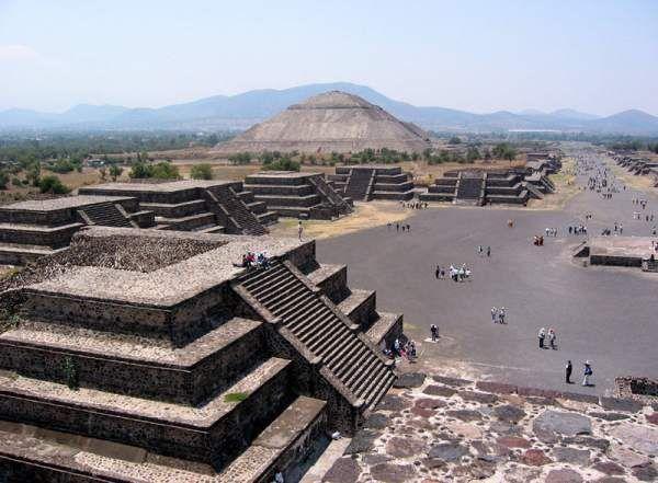 Les archéologues travaillant sur le site de l'ancienne cité précolombienne de Teotihuacán ont annoncé il y a moins d'une semaine, une découverte rarissime et époustouflante: une rivière de mercure liquide sous une pyramide, dans un tunnel sacré qui était demeuré scellé pendant plus de 2000 ans! Profitons de l'événement pour comprendre cette découverte et quelques mystères de cette cité mexicaine.