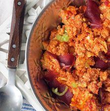 Η δυναμική παρουσία του παστουρμά, δε θα μπορούσε παρά να θέσει αυτόματα αυτό το παραδοσιακό πιάτο στα μεζεδάκια ή τα ορεκτικά μιας τσιπουροκατάνυξης