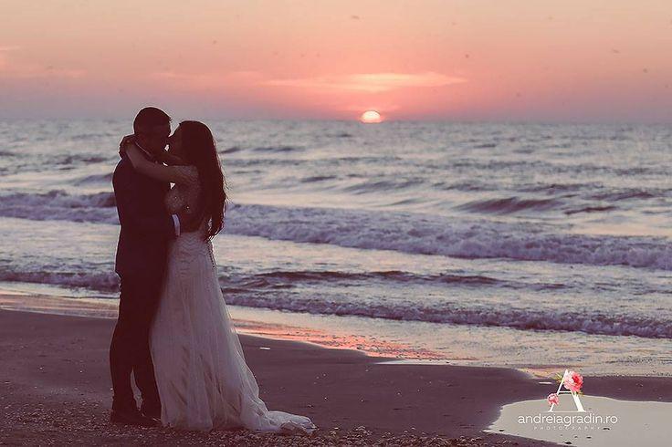 Fotografii LTD realizate de Andreia Gradin, fotograf profesionist - R & I < Love the dress >