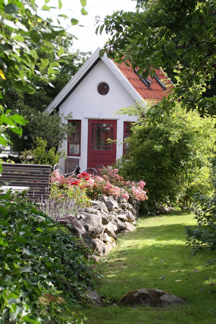 Hus till salu   Södra Mellby kyrkby   Uppvik & döttrar