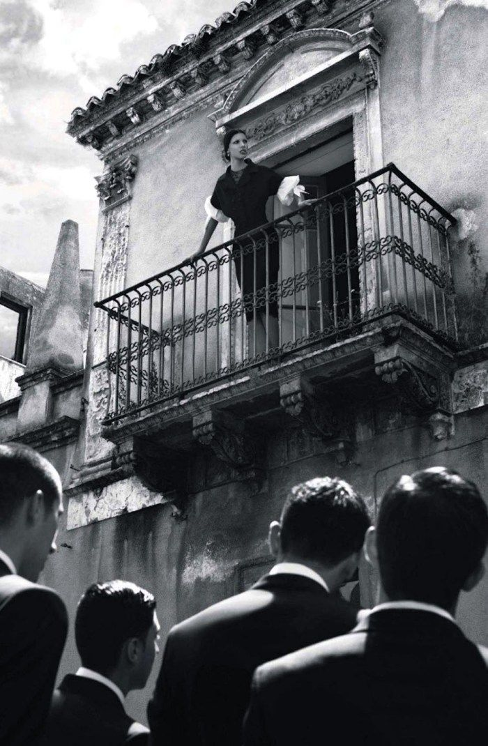 'Once Upon A Time In Sicily' by Giampaolo Sgura e Anna dello Russo su Vogue Japan 2012 - Abiti Dolce & Gabbana Alta Moda