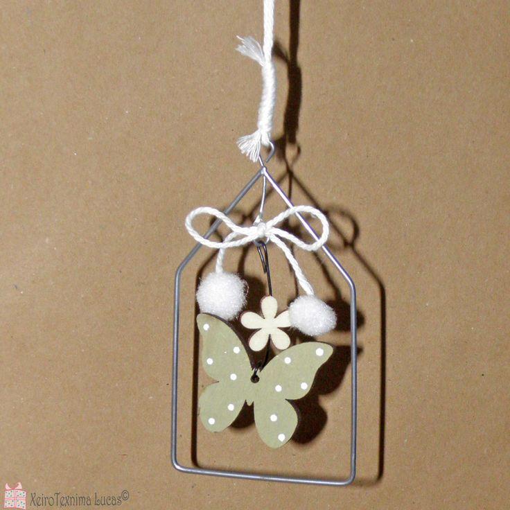 Ξύλινη διακοσμητική πεταλούδα για ανοιξιάτικη ή πασχαλινή διακόσμηση. Green wooden butterfly for Spring  decoration.