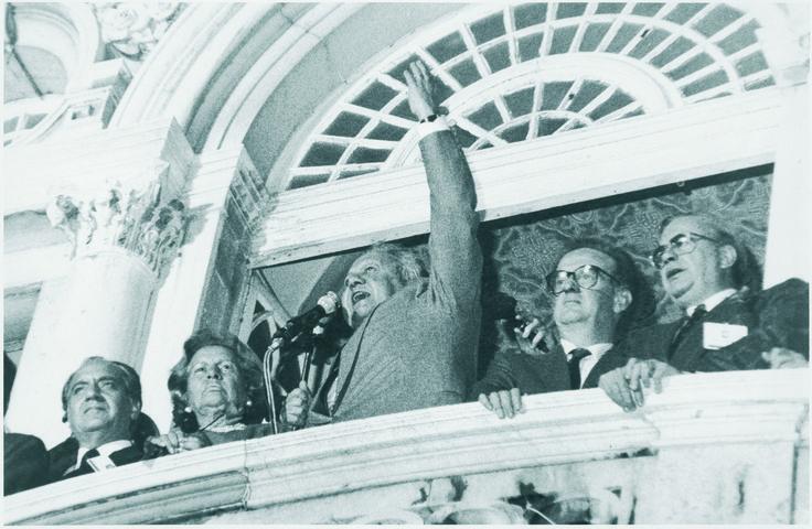"""Eleito como Chefe de Estado, ladeado por Maria Barroso, Jorge Sampaio e Gomes Mota: """"Serei o Presidente de todos os portugueses"""""""