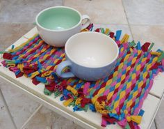 Tutorial on how to weave a t shirt placemat-making your own loom out of cardboard and string.