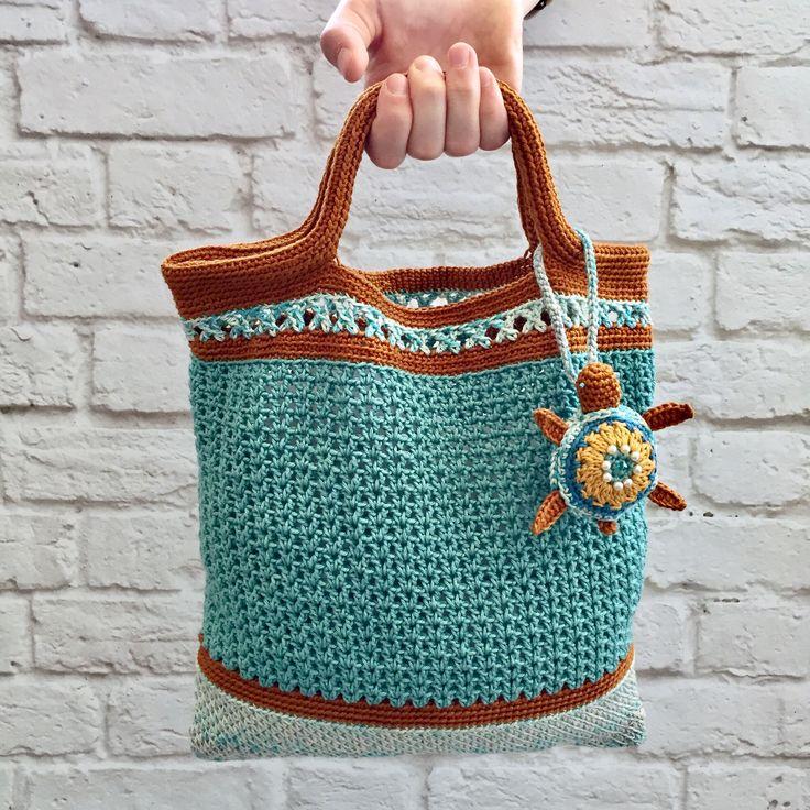 Crochet beach bag. Made of cotton yarn
