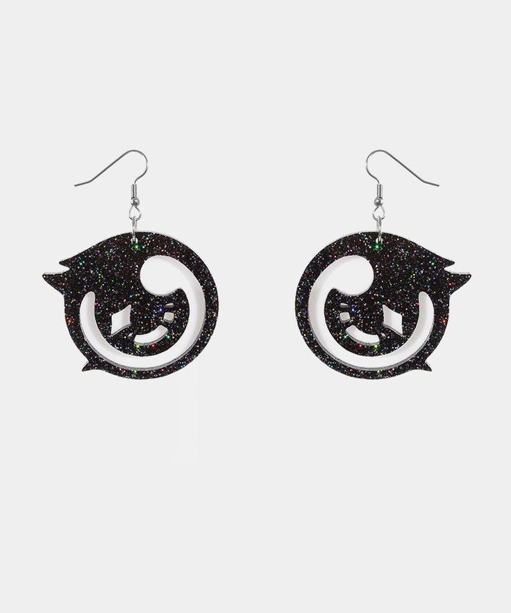 Carolee neeeeeeeds these. Shoujo Life earrings