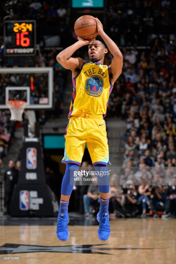 News Photo Quinn Cook Of The Golden State Warriors Shoots Golden State Warriors Quinn Golden State