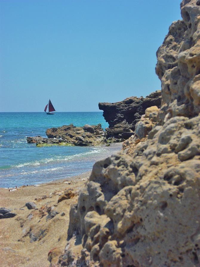 Blaue Flaggen für Spaniens schöne Strände. Der Sommer 2014 kann kommen. http://www.ferienwohnungen-spanien.de/Spanien/artikel/spanien-hat-2014-die-meisten-straende-mit-blauer-flagge