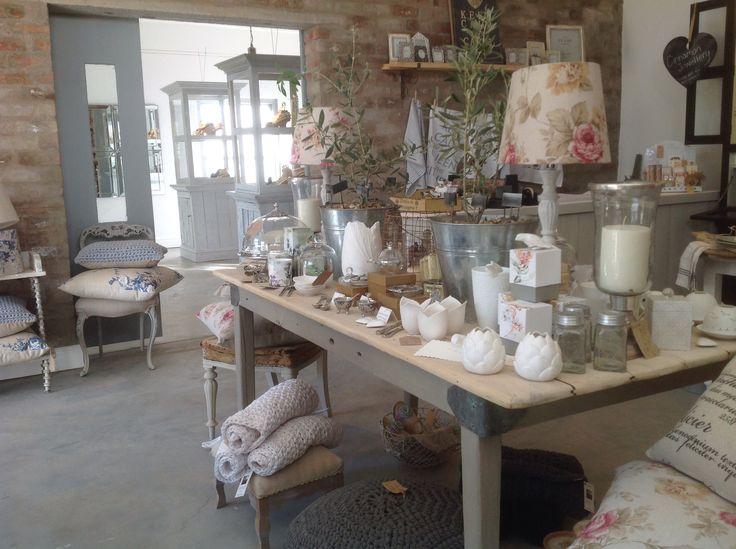 Fragrant candles & fine porcelain