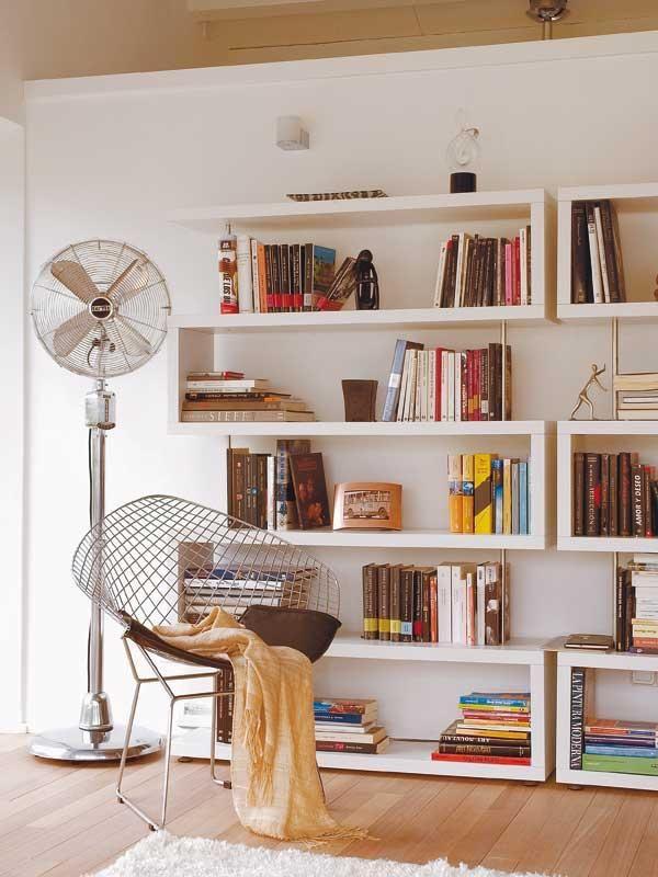 Una ligera y estilosa libreria que se puede adaptar en cualquier rincón!!!