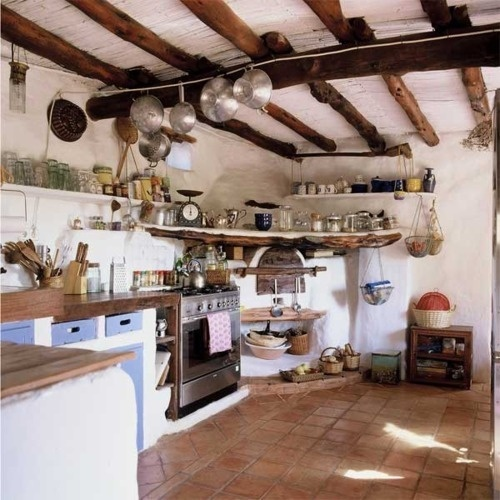 whoa, this kitchen looks like it comes from an old house in Spain or the Mediterranean...I really like it!