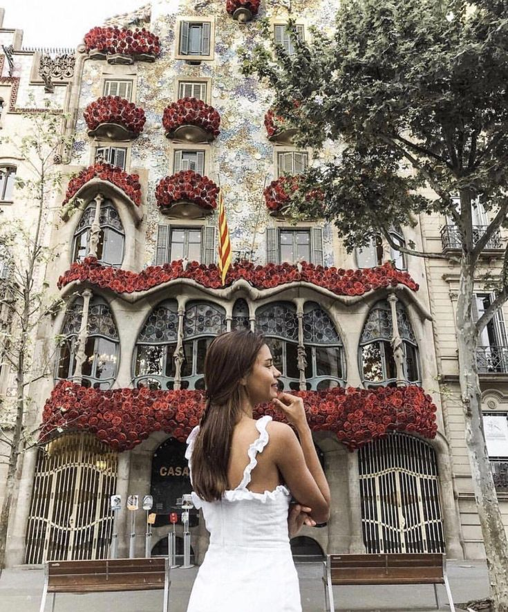 Famous Barcelona Tourist Sights And