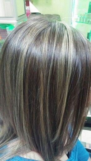 Iluminaciones en el cabello oscuro.