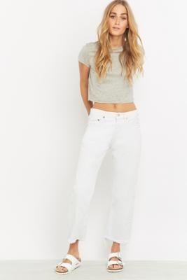 """Shoppe heute noch Urban Renewal Vintage Customised – Kurze Jeans """"Levi's 501"""" in Weiß von Urban Outfitters. Wir haben hier alle neuesten Styles, Farben und Marken zur Wahl."""